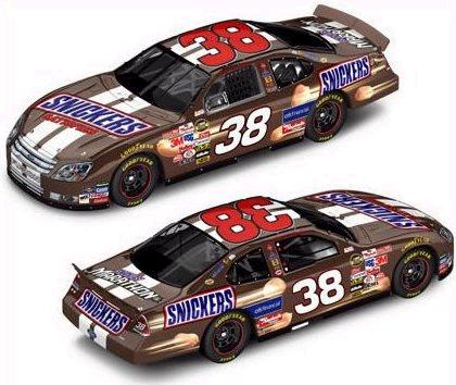 Action 2006 Elliott Sadler Snickers Ford Taurus (RCCA Club Car 1 of 250) diecast