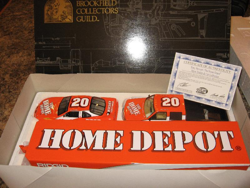Brookfield 1999 Tony Stewart Home Depot - Dually, Closed Trailer & Car (Orange) diecast